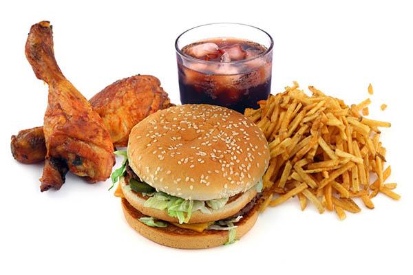 Thức ăn nhanh không nên có mặt trong chế độ ăn cho người tiểu đường tuýp 2