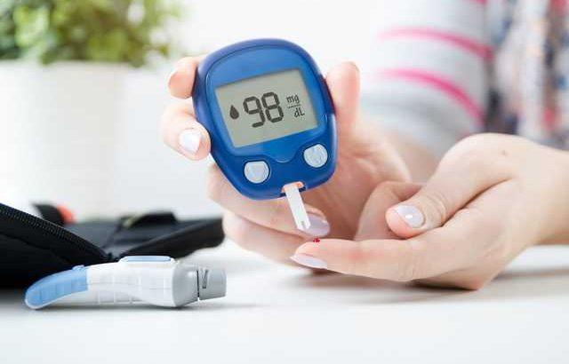 Máy đo đường huyết và mỡ máu tại nhà