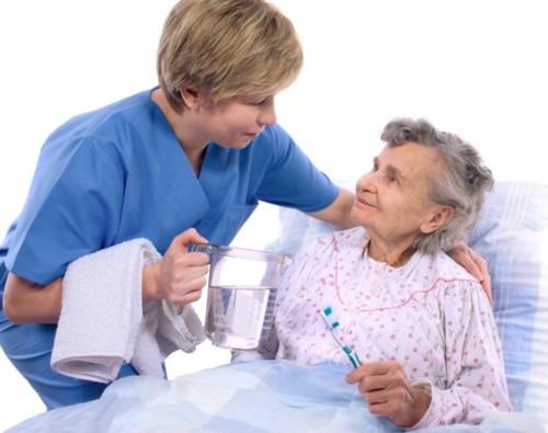 Hướng dẫn vệ sinh răng miệng cho người lớn tuổi để phòng tránh viêm lợi, nhiễm trùng