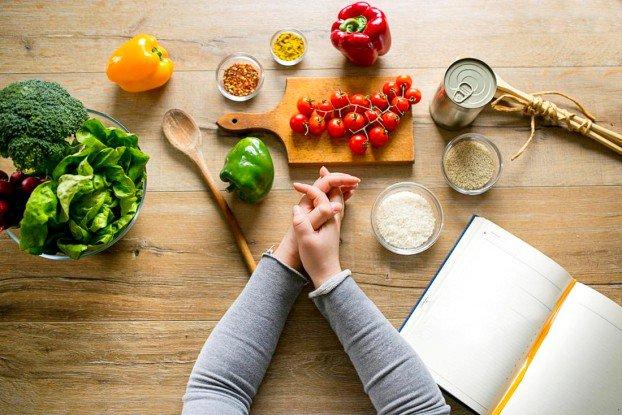 Thay đổi chế độ ăn nhiều rau xanh, ngũ cốc