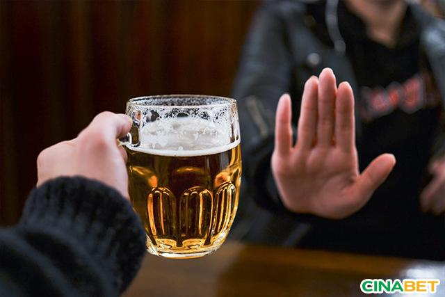 Người bệnh tiểu đường không nên uống rượu