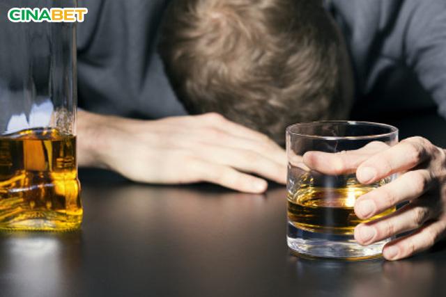 Rượu, bia, stress, căng thẳng,... đều làm ảnh hưởng đến mức độ glucose trong máu