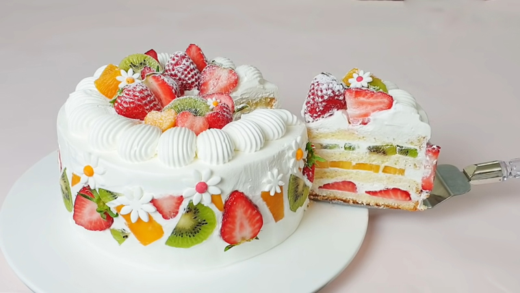 Bánh ngọt chứa nhiều đường là thực phẩm người bệnh mỡ máu nên kiêng