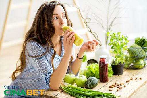 Để kiểm soát cholesterol cao nên ăn nhiều rau xanh và hoa quả